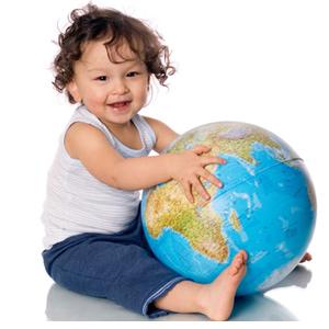 Dziecko z globusem